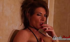 Lynda Leigh Strips Naked In the Shower to masturbate pussy