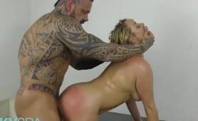 MetroHD - Blonde Babe Victoria Summers Gets Massaged & Fucked Hard
