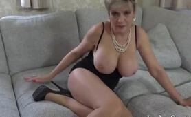 Lady Sonia wants you to masturbate with her